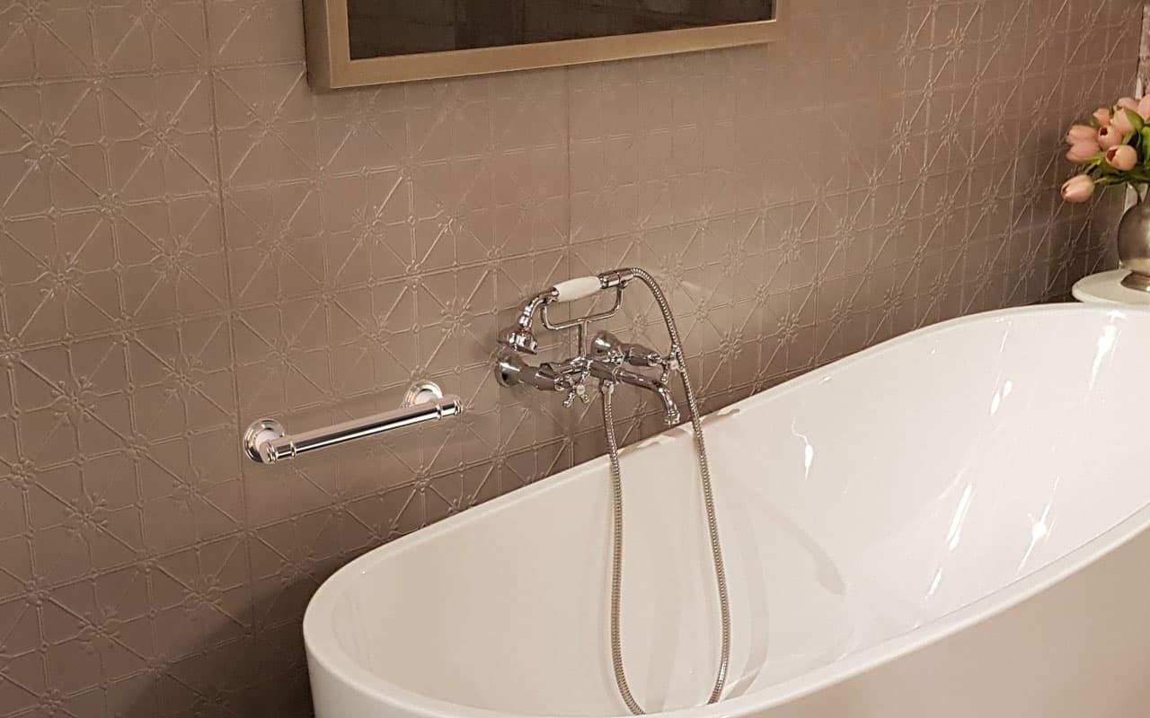 Avail Glance Bath Grab Rail